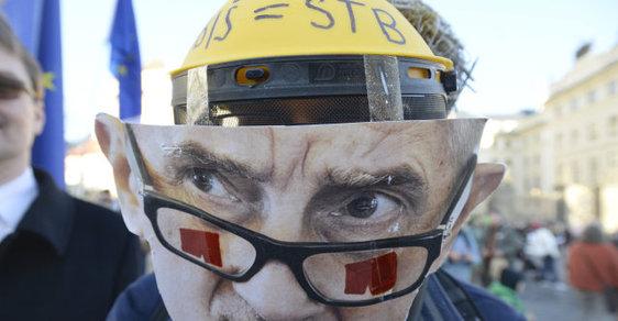 Demonstrace proti Andreji Babišovi připomněla jeho evidenci ve svazcích StB