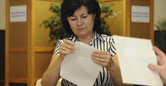 Volební komise především sčítá hlasy odevzdané ve volbách