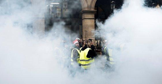 Žluté vesty ve Francii opět protestují, demonstranti dokonce prorazili dveře do vládní budovy