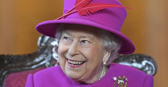 InstaQueen. Britská královna začala v 92 letech používat Instagram. Podívejte se na její první fotku