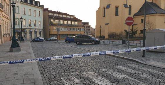 Policie uzavřela náměstí v Příbrami, kde stojí pobočka přepadené banky