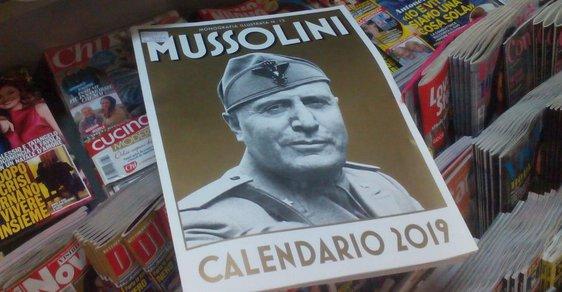 Je libo kalendář s Mussolinim? Poptávka po fašistických suvenýrech v Itálii závratně roste