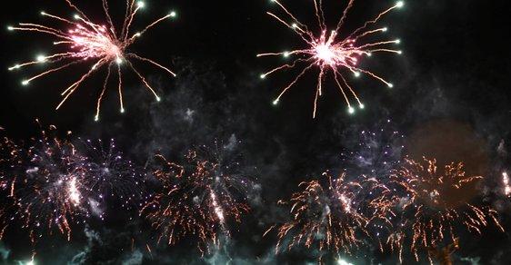Novoroční ohňostroj v Praze (foto z 1. 1. 2019) bude asi příští rok vypadat úplně jinak