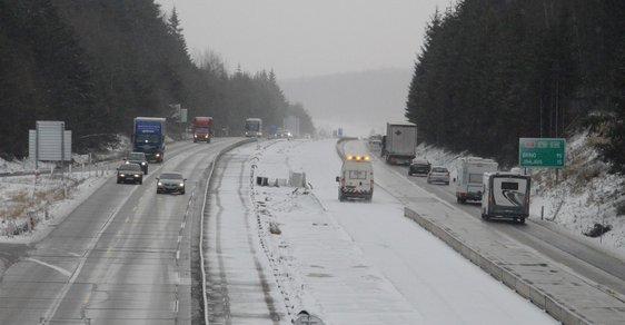 Komplikace na D1 znovu způsobil sníh