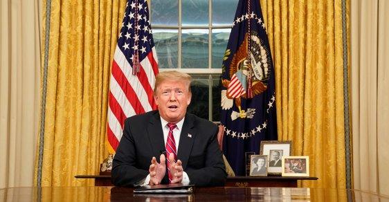 Prezident Donald Trump v oválné pracovně.