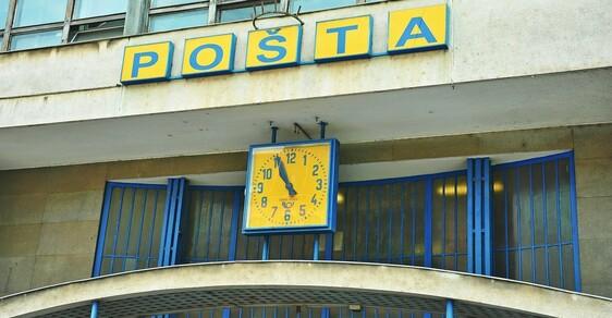 """Česká pošta. Místo, kde """"dnes"""" znamená """"před týdnem""""."""