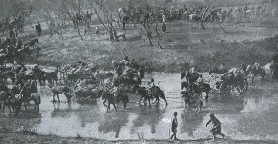 Ruští vojáci ustupují po bitvě u Mukdenu, v té době největí bitva v historii
