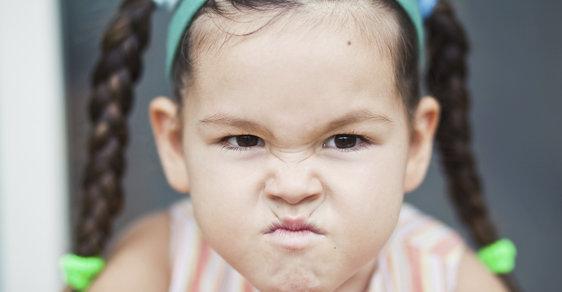Budeš-li se holčičko takhle tvářit na Facebooku, lajky nebudou
