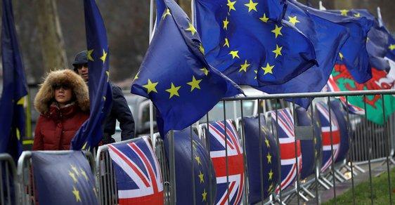 Brexit se nenávratně blíží, s dohodou jsou stále problémy