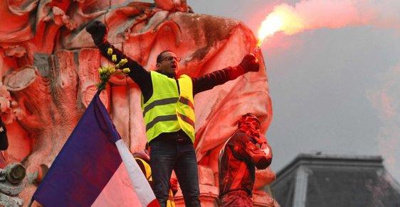 Žluté vesty už do centra Paříže nesmějí. Úřady jim to po drancování na Champs-Elysées zakázaly