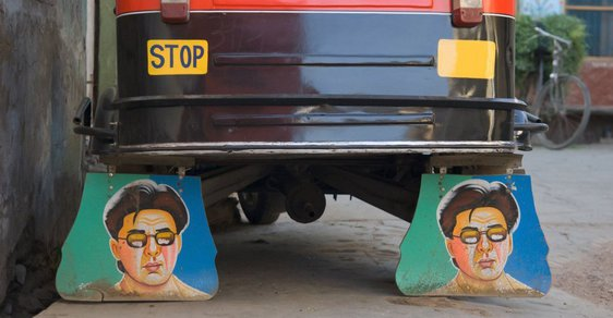 Bollywood na zástěrkách: Indičtí řidiči tuk-tuků si svá vozítka zkrášlují obrázky místních celebrit
