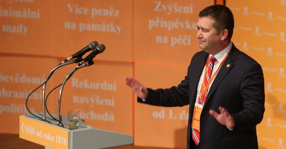 Jan Hamáček na 41. sjezdu ČSSD obhájil post předsedy strany.