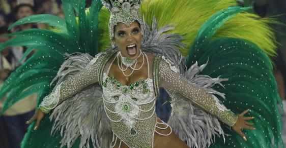 Samba, peří a krásné tanečnice: Ohlédněte se za festivalem v Riu, který prezident i starosta nazvali necudným
