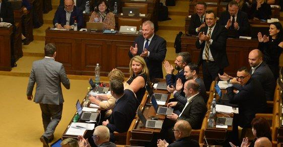 Poslanci ve Sněmovně.
