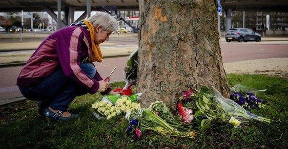 Nizozemsko truchlí za mrtvé po střelbě v tramvaji. Kromě střelce původem z Turecka zadržela policie i další osoby