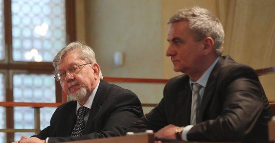 Aleš Gerloch s prezidentovým kancléřem Vratislavem Mynářem v Senátu