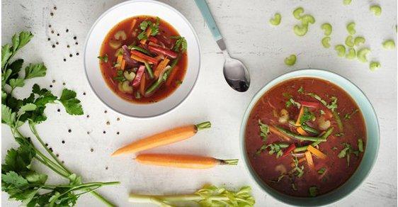 Detoxikační zeleninová polévka vás uvolní i zasytí.