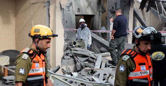 Izrael v odvetě za útok vysílá armádu na hranice Gazy. Jsme připraveni na válku, vzkazuje