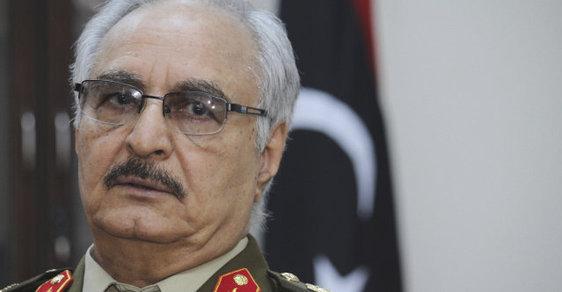 Maršál Chalífa Haftar táhne na hlavní město Libye s armádou a souhlasem arabských států