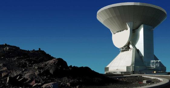 Jeden z obřích radioteleskopů zapojených do programu Event Horizon Telescope