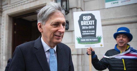 Ministr financí Velké Británie Philip Hammond říká, že parlament asi brzy bude hlasovat o druhém referendu o brexitu