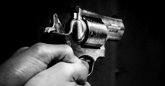 Další střelecký útok v USA, kde probíhá debata o regulaci zbraní.