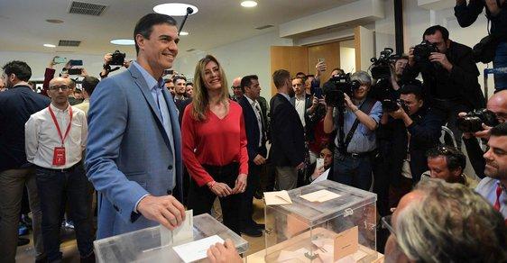 Šapnělský premiér a lídr socialistů Pedro Sánchez odvolil s manželkou