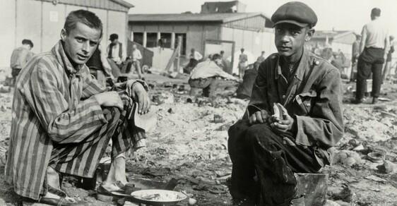 Před 74 lety Američané osvobodili Dachau. Našli v něm přes 30 tisíc zubožených lidí