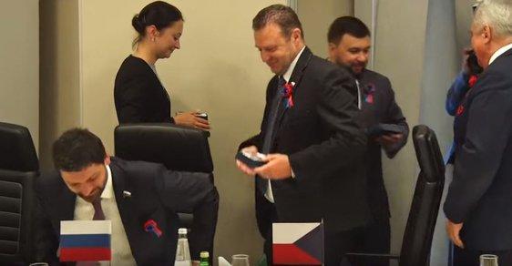 Komunistický poslanec Zdeněk Ondráček byl označen za českou delegaci. Žádná taková ale nebyla.