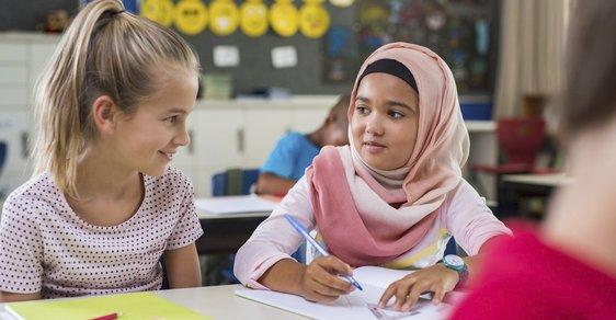 Muslimové si podmaňují českou justici; v našich školách mají sedět jejich ženy v hidžábech