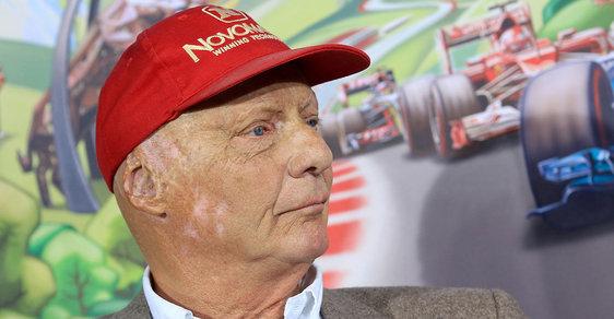 Niki Lauda: Příběh legendárního závodníka, který si nepotrpěl na city a po havárii odmítl plastiku obličeje