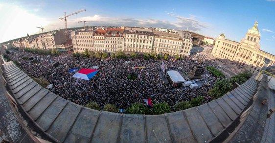 Máme toho dost! Desítky tisíc demonstrantů zaplnily Václavské náměstí. Žádaly demisi Babiše