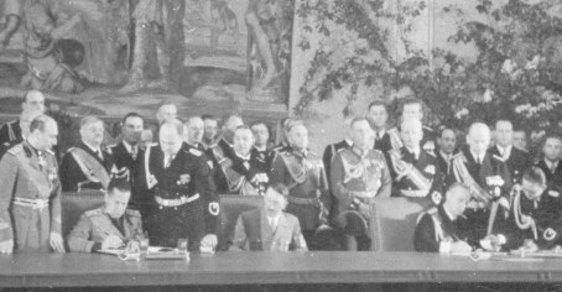 Ocelový pakt utužil spolupráci mezi nacistickým Německem a fašistickou Itálií. Za porušení se Hitler pomstil