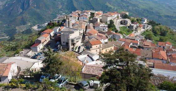 Kuriózní lákadlo na turisty: Italské městečko Colobraro je prý prokleté
