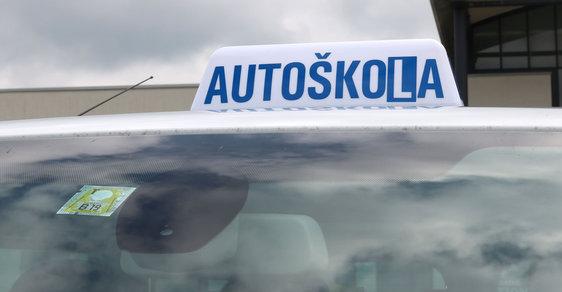Mladí Češi ztrácejí zájem o řízení auta