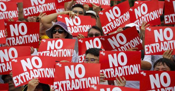 Protesty v Hongkongu proti zákonu o vydávání podezřelých do Číny: Čeká se až půl milionu demonstrantů