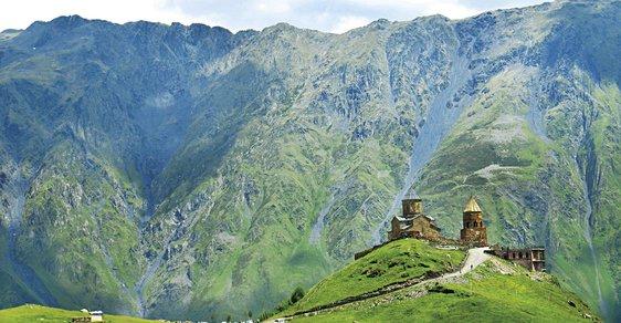 Gruzie: Pozoruhodná země, kde se snoubí zasněžené vrcholky Kavkazu s divokými řekami a zelenými údolími