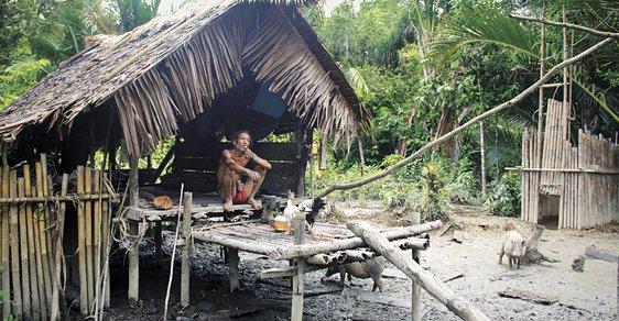 Šamani zostrova kouzel aneb Desetidenní cesta do džungle za indonéským kmenem Mentavajců