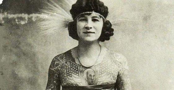 """Potetovaná těla rebelek: Podívejte se na ženy, které se tetovaly dřív, než to bylo """"dovoleno"""""""