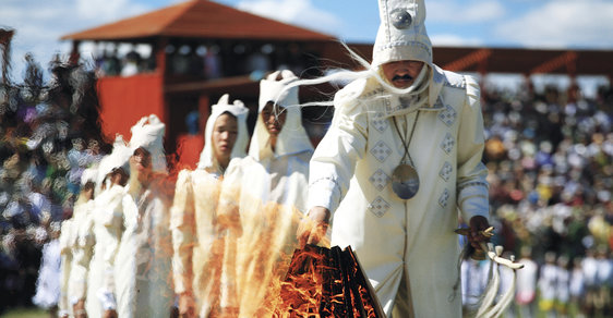 Svátek Ysyach: Vítání letního slunovratu plné šamanských rituálů, při kterém Jakuti oslavují Nový rok
