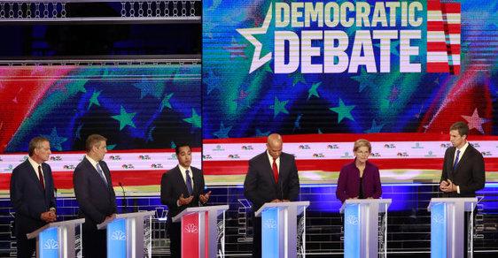 Debata demokratických kandidátů v televizi NBC před primárkami Demokratické strany