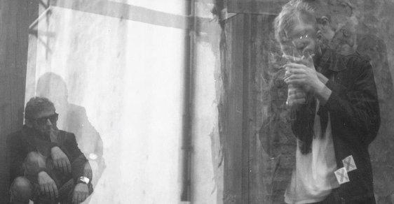"""Objev z Colours of Ostrava: Depresivní poezie dua Post-hudba pro mladé """"beatníky"""""""