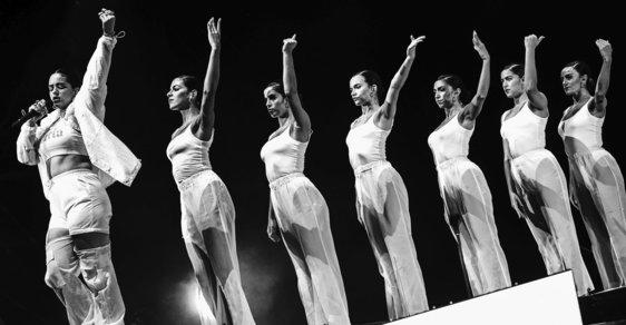 Colours of Ostrava: Skvělý závěrečný koncert, kouzelnické čínské hůlky české scény a taneční lahůdka