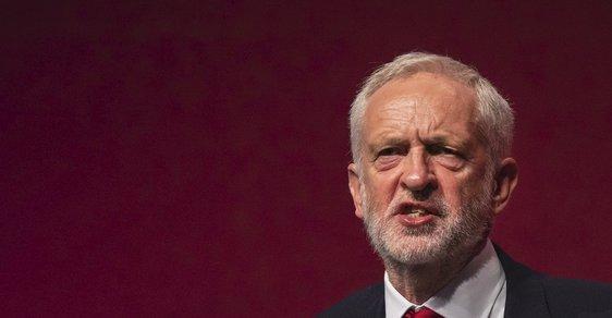 Puč v Británii? Corbyn chce svrhnout Johnsona a zabránit brexitu bez dohody