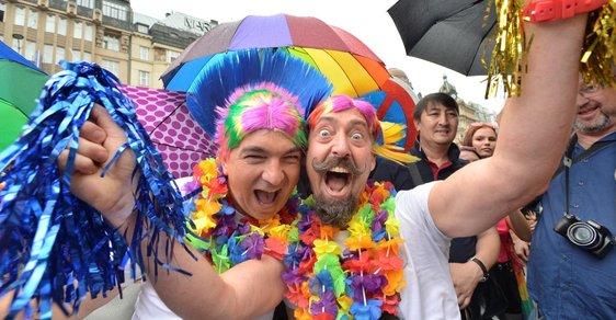Manžel šel se smetím, připletl se k Prague Pride a od té doby je homosexuál, stěžuje si žena z Prahy
