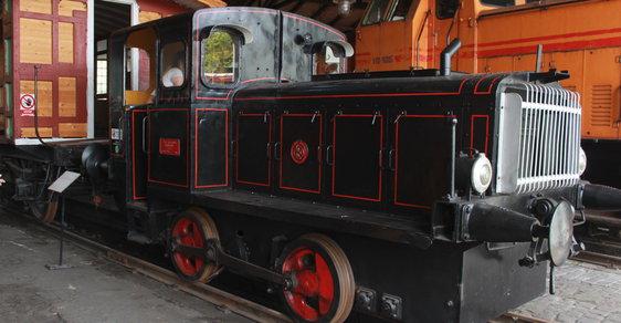Tip na výlet: Historické lokomotivy i vůně oleje a sluncem rozpálených pražců. Železniční nostalgie v Jaroměři