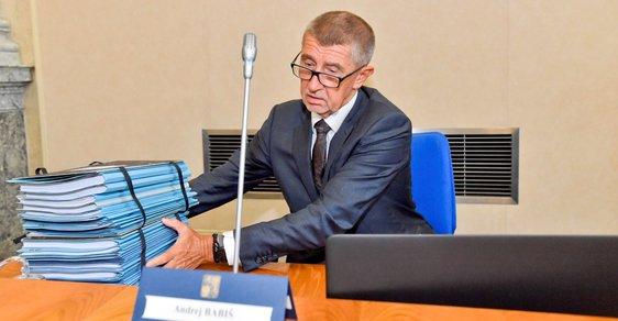 Leží mezi mnoha lejstry premiéra Andreje Babiše i podklady k Národnímu investičnímu plánu?