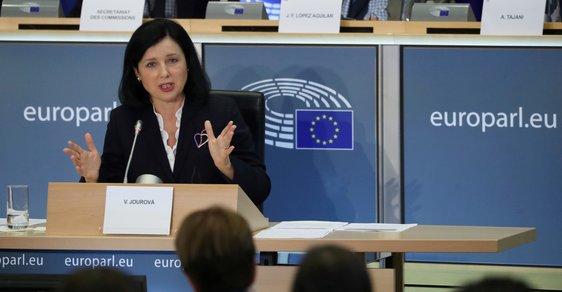 Jourová europoslancům řekla, že hodlá rázně hájit právní stát, který je podle ní jádrem Evropské unie