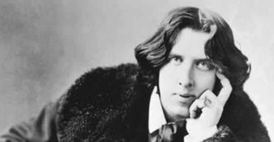 Oscar Wilde: Dekadentní umělec, jehož jméno se stalo synonymem pro závratný vzestup i střemhlavý pád