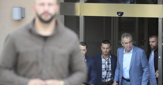 Zeman odjel z nemocnice do Lán, ve středu má vystoupit ve Sněmovně